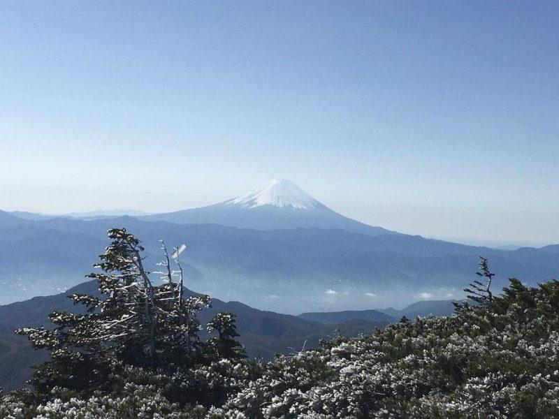 秋晴れの金峰山